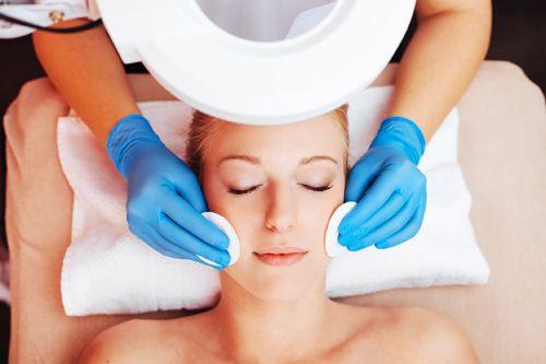 Kwas na twarz – zabiegi kosmetyczne