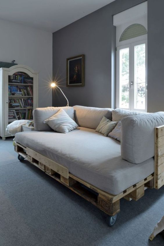 Jak udekorować łóżko z palet?